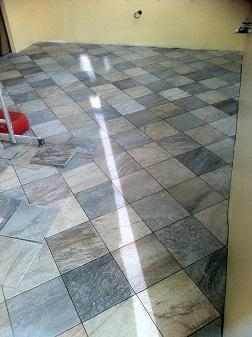 Travaux de carrelage fa ence pose carreaux de ciment for Pose diagonale carrelage
