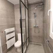 Creation d une paroi de douche aspect vitrage atelier a paris
