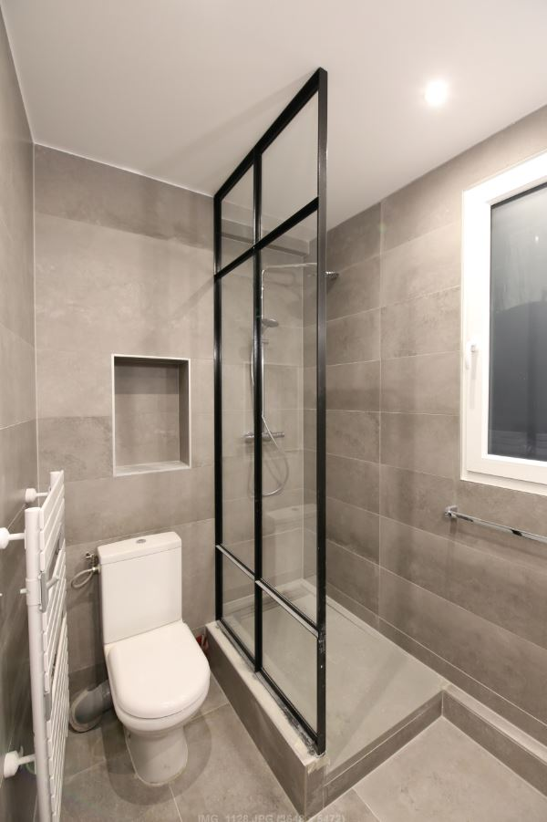 Creation paroi de douche aspect vitrage atelier paris 5