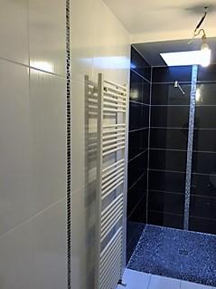 Listel mosaic dans une salle d'eau