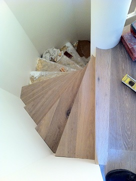 Habillage de l escalier en bois massif 94